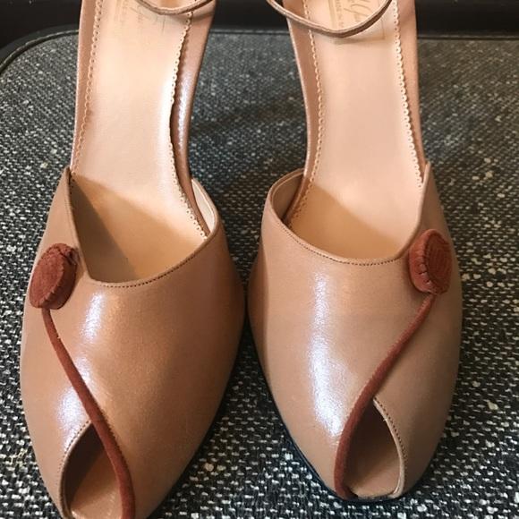 2c508596a4e Size 11 women's 1940's tan leather peep toe pumps